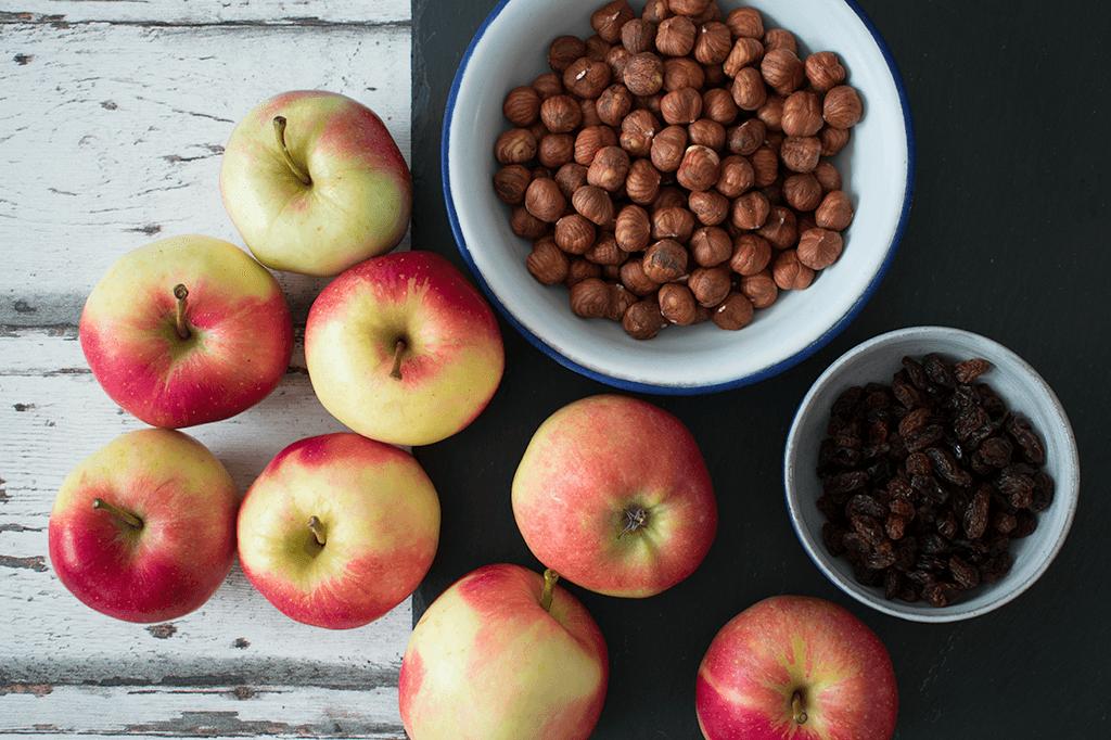 Nüsse, Rosinen und Äpfel