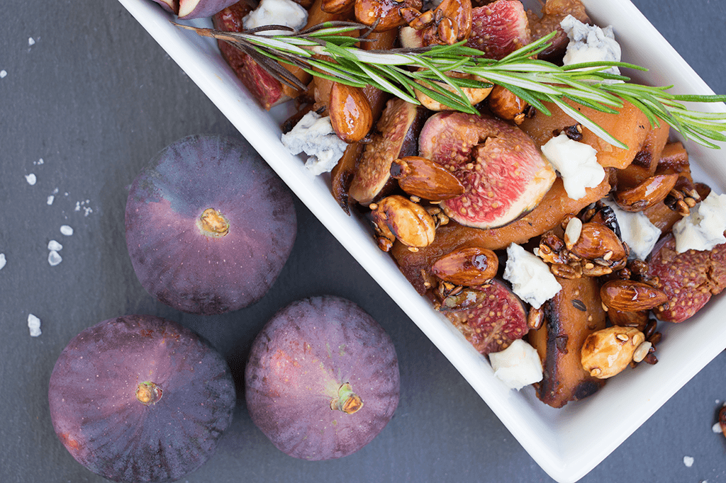 Süßkartoffeln mit Feigen, Gorgonzola und gerösteten Nüssen
