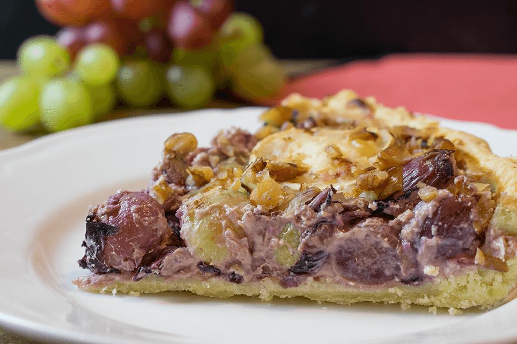 Ein Stück Trauben-Radicchio-Tarte