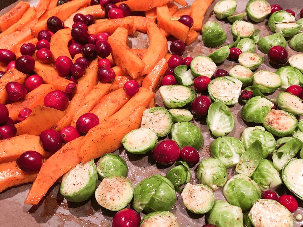 Ofenkürbis mit Rosenkohl und Cranberries