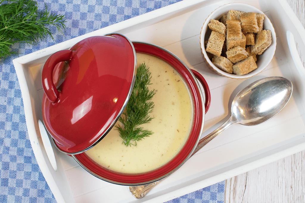 Senfsüppchen, Senfsuppe mit Schmorgurken, Buttermilch und Dill