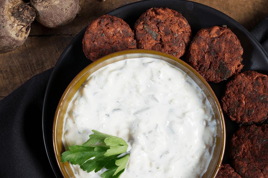 Vegane Rote Bete Falafel mit Tzatziki