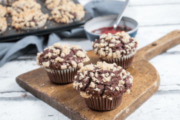Vegane Schokoladen-Streusel-Muffins mit Marmelade