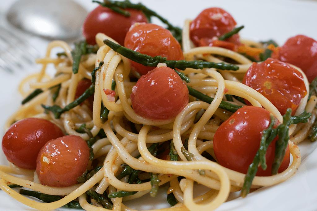 Pasta mit Queller und Cherrytomaten