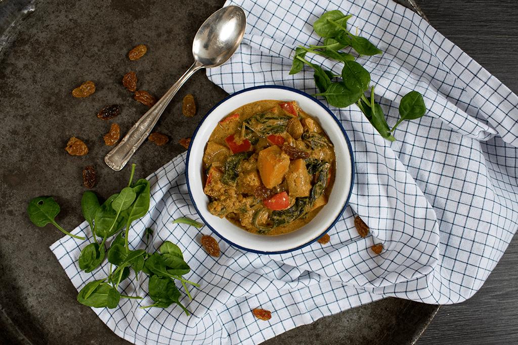 Kürbis-Linsen-Curry mit Rosinen und Blattspinat