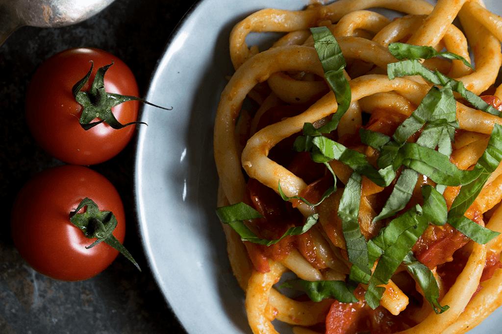 Toskanische vegane Pici all'aglione