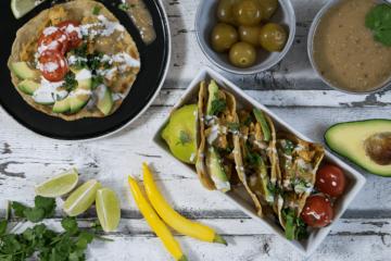 Chili-Limetten-Jackfruit-Tacos mit grüner Tomatillo-Salsa, vegane Jackfruit Tacos