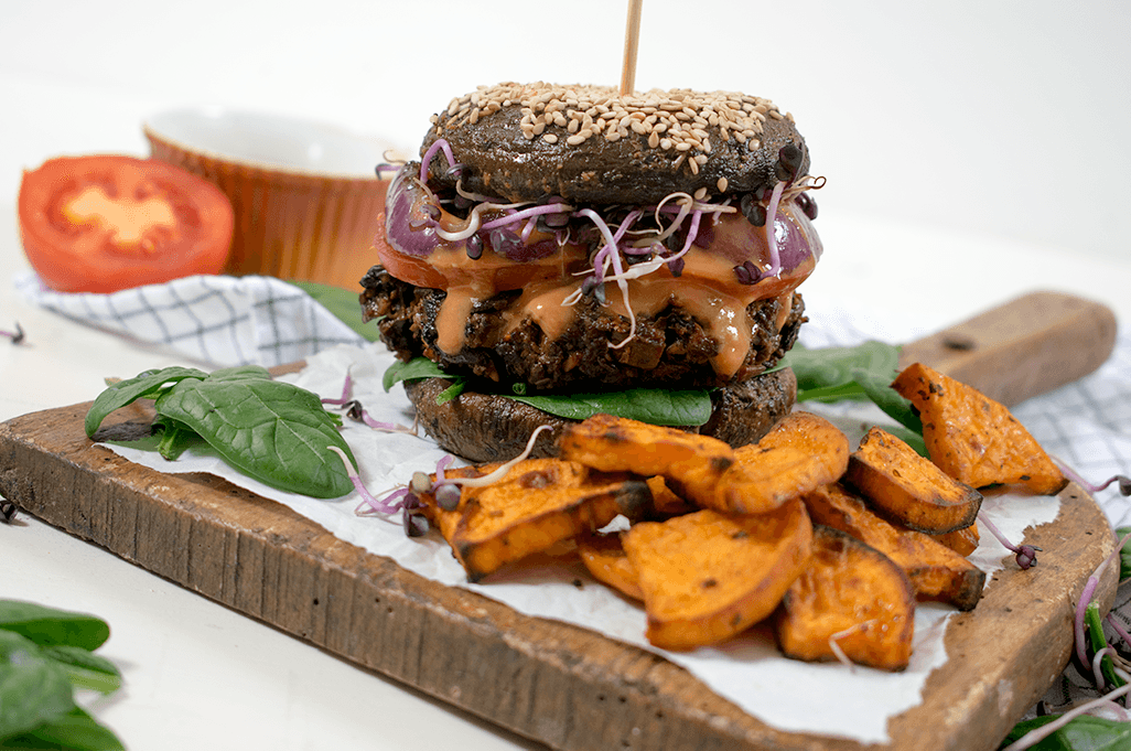 Portobello Burger mit Pilz-Tempeh-Patty, Pilz Burger, Low-Carb Burger