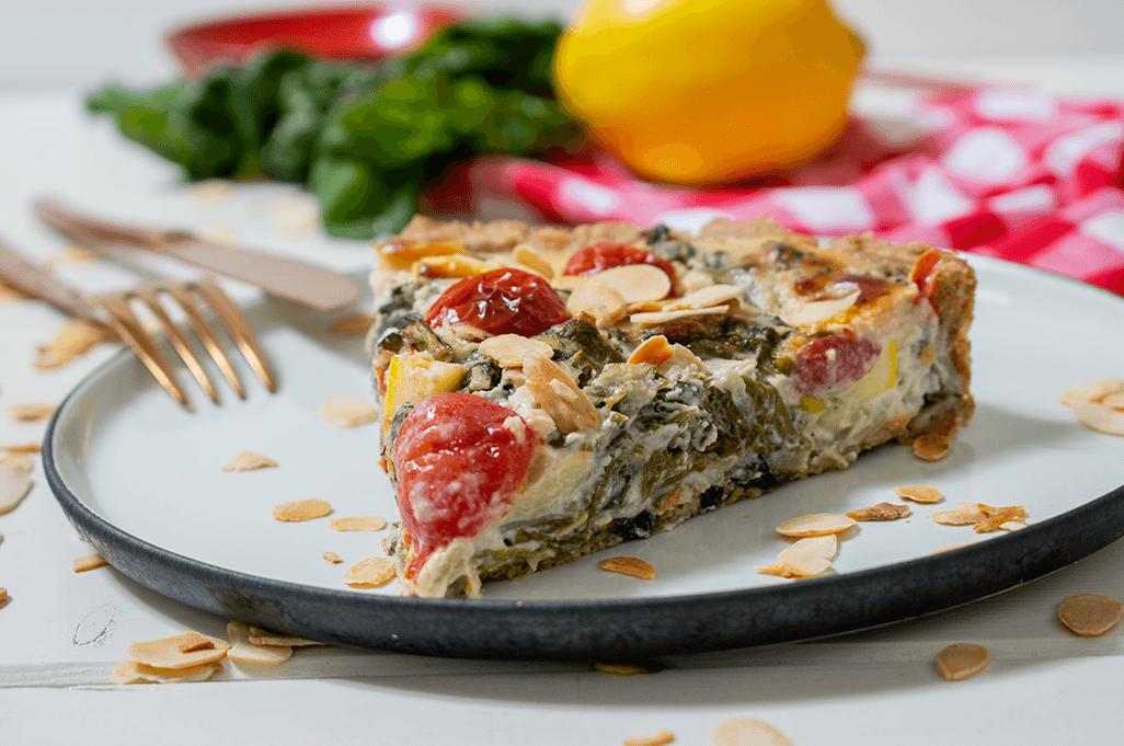 vegane Mangold-Tarte mit Zitronen-Cashew-Sahne und Zucchini